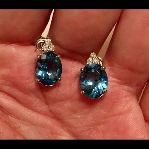 Jewelry - Gorgeous 14kt gold blue topaz diamond earrings